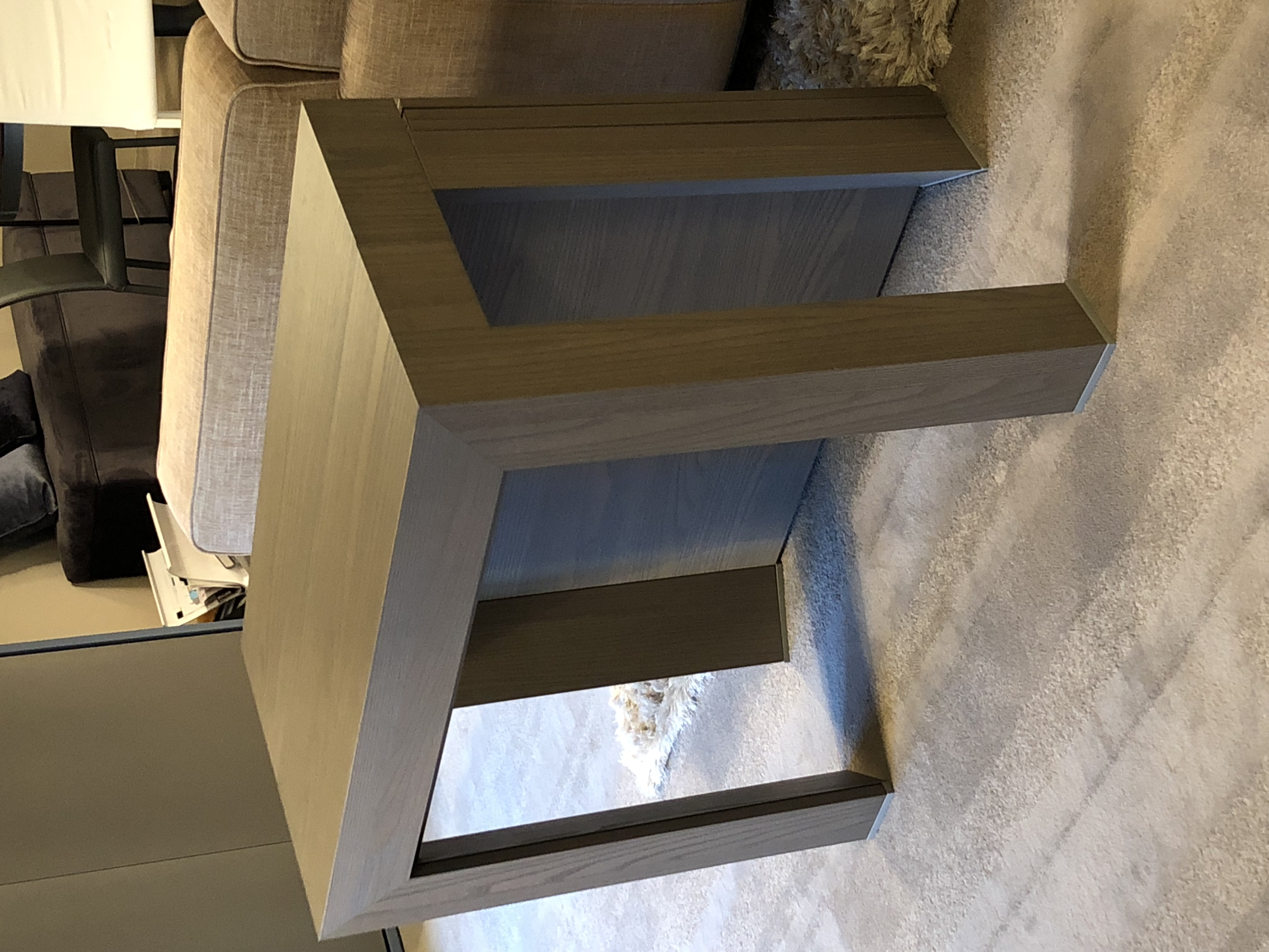 Extending Console table for 8 / 10 .  Ex Display, slight damage to one of the leaves, price reduced to reflect this.  Immediate delivery